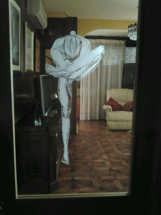 figura tallada sobre cristal